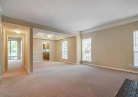 Rental by Apartment Wolf | Allen House Apartments | 3433 W Dallas St, Houston, TX 77019 | apartmentwolf.com