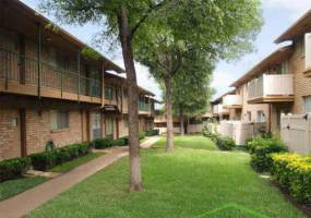 Rental by Apartment Wolf | Lakeside on Spring Valley | 1000 W Spring Valley Rd, Richardson, TX 75080 | apartmentwolf.com