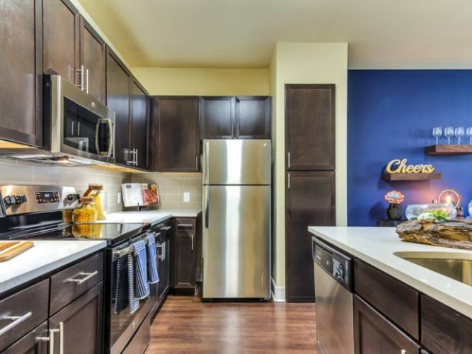 Rental by Apartment Wolf | Lincoln Kessler Park | 2400 Fort Worth Ave, Dallas, TX 75211 | apartmentwolf.com