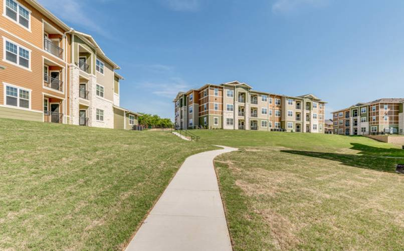 Rental by Apartment Wolf | 2900 Broadmoor | 2800-2900 Broadmoor Dr, Fort Worth, TX 76116 | apartmentwolf.com